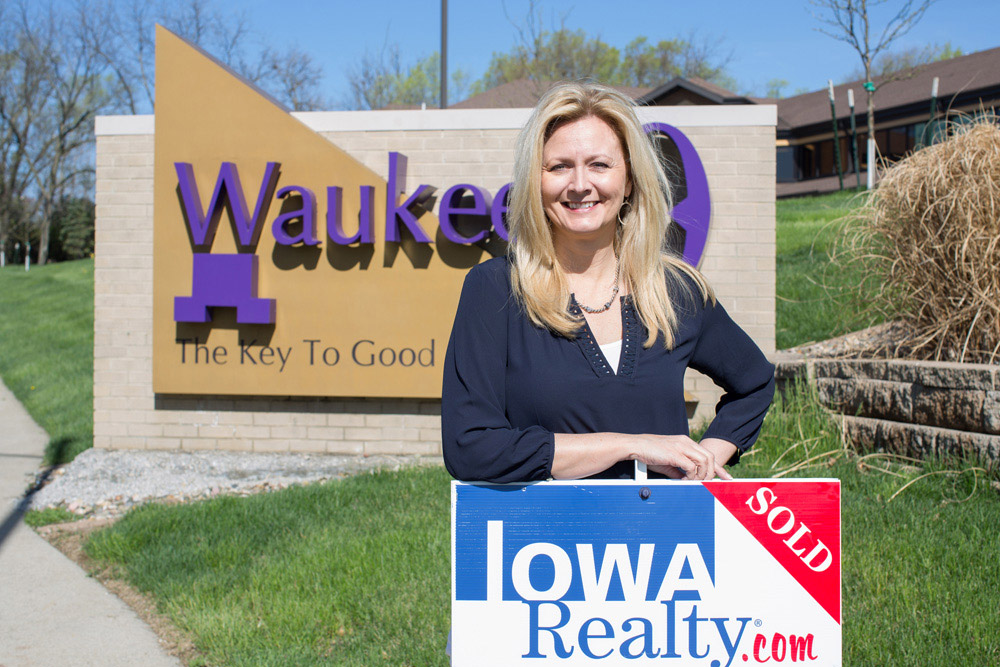Attractive Donna Stall | Iowa Realty Waukee Office